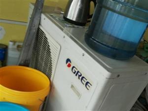 三匹格力空调出售,有意者来电骚挠。