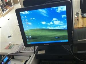 双面收银机电脑配置,有八成新,可现场观看,价格面议。 地址:华容步行街百变空间,