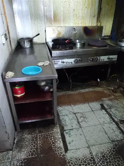 改行。低价转让一套早、中餐开店用品(如:蒸包炉,和面机,搅肉机,猛火节能灶,冰箱,煮面机,餐桌)等各...