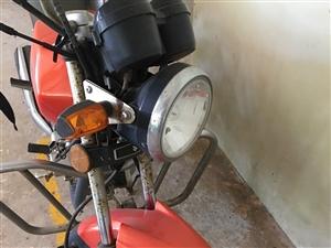 现出售铃木钻豹摩托车一辆,车辆最近未清洗,2013年购入,性能良好,如有意(连带行驶证)请联系,价格...