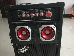 低价出售9成新音响,带2只无线话筒,一台无线接收机,音质好,无线传输远。