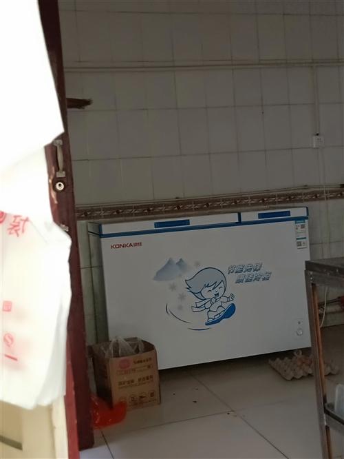 全新一米二冰柜,冷藏冷冻两用。现在1000块钱便宜处理,只用了十天左右。需要的朋友速度抢购。