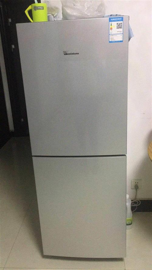2柜的小天鹅冰箱,九成新,搬家处理!面议可以适当少点钱。电话:15237697467