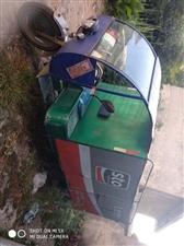 本人有一台厢式电瓶三轮车(水电瓶的,6只电瓶),现低价出售。价格面议。电话,18007981356