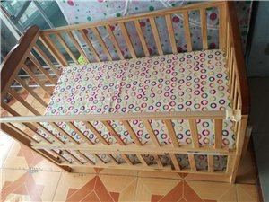 9成新婴儿床,买回来孩子没用几天一直放着了,买时500多,现在200就买了
