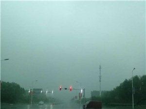 西外环红绿灯还有很多没有数秒显示,极易发生危险