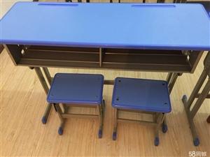低价转让全新课桌凳