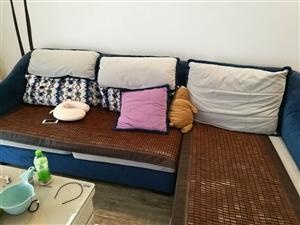 布艺沙发,购于2015年,因搬迁低价转让,同城自取不包邮,诚心购买价钱可小刀。