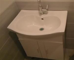 8月11号买的卫生间洗脸盆柜由于尺寸买错了现在出售,买时候500现在300就卖,最低价有要的联系我1...