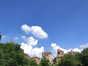 难得一见的蓝天白云