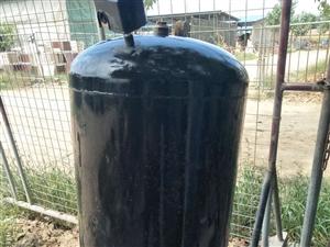 本人有一水塔,八成新,可溶水量1吨,如需要可以优惠