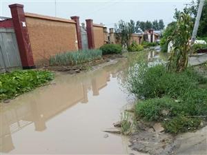 雨后道路积水进入院内