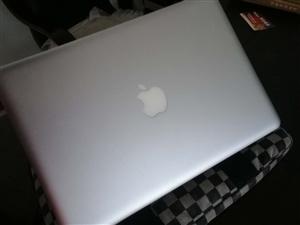 出售苹果笔记本外加蓝牙鼠标