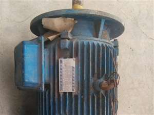 处理工业用电机,15千瓦,11千瓦,4千瓦,5.5千瓦电机和上图的几个气缸。有需要的请联系,价格美丽