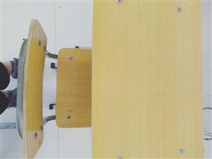 本人现有部分桌椅需出售   九成新    电话:15229625536