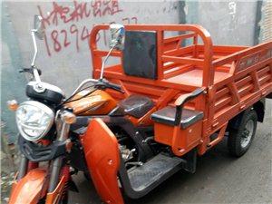 三轮摩托车拉货