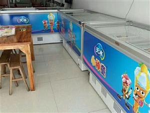 本人有三台八成新品牌冰柜,1.85×0.82×0.9(米),低价出售。联系电话:1832281911...