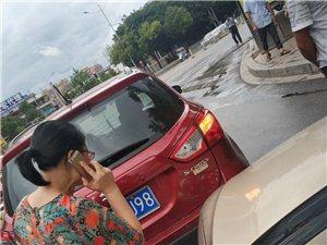 真实事件:于都二中红绿灯路口遇碰瓷专业户真恶心