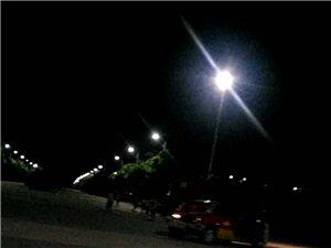 深夜高新区一货车追尾教练车