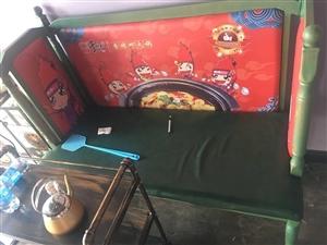 出售火锅店桌椅,有意者拨打电话:13602184105