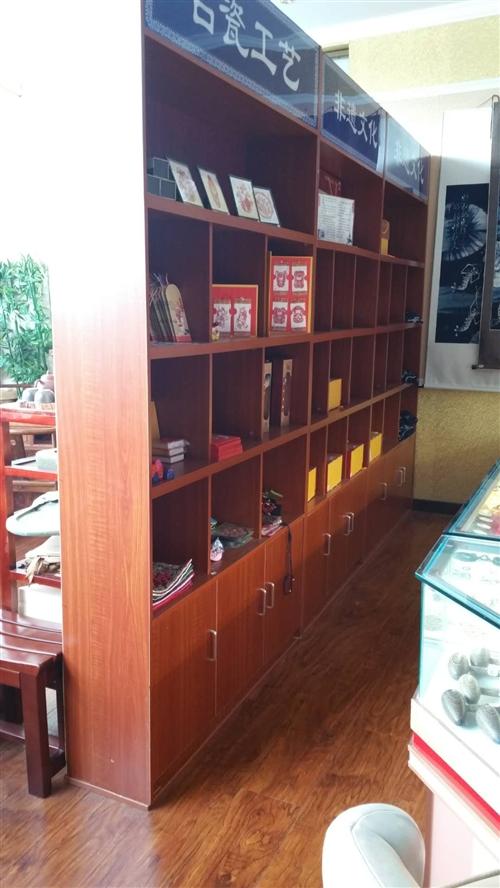 店面调整出售部分展示柜,有意向者可以来电看货价格优面议,地址涟江国际酒店一楼兰兰特产商行