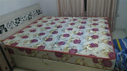本人有一米八双人床的宏益床垫子新的没用过两回
