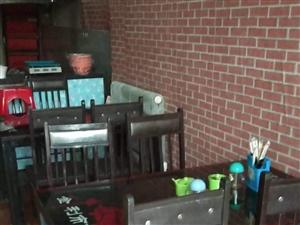 冷藏点菜柜1.8米 900元  饮料柜400  桌子三个小两大 二十个凳子 900元