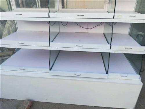 出售二手柜台,有抽屉带滑轮,内有led 灯条,价格优惠面议