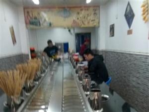 便宜出售开串串店展示冰柜,小火锅店机器和做串串的火锅底料,及小火锅锅,菜夹子等物品!