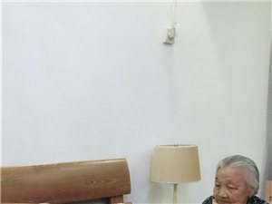 生于1923年95岁高龄的奶奶和妹妹的感情