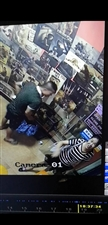 鹤山地头,摄像头下,2个成年人偷?#20102;?#20154;财务,有监控视频为证!