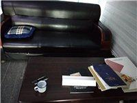 处理一批八成新办公桌椅,高档沙发,档案柜,急售