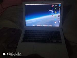�O果macbook pro,�I了一年多,一直�N著膜用,�]什么磕碰。Win7和�O果�p系�y切�Q。�F在�R上...