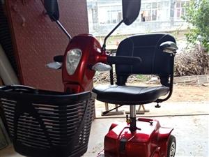 澳门银河网址平台四轮代步车,刚买的老人不敢骑,现便宜处理