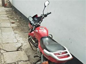 建设雅玛哈二手摩托,车况极品,手续齐全,需要的电话联系,非诚勿扰。