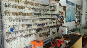 开锁换锁修配各种钥匙