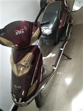 本人骑的二手电动 因有了摩托 不想骑了 车身4,5成新 但是电池还算新 拉人送货都可以 红色(锐锡...