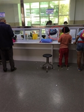盘州市第二人民医院?#20132;?#20154;团服务态度让人汗颜