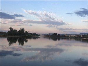 秋高气爽,风景宜人!美丽的澳门真人网上赌场,妫河的壮观!请问第二张图,湖中那是什么鸟呢?