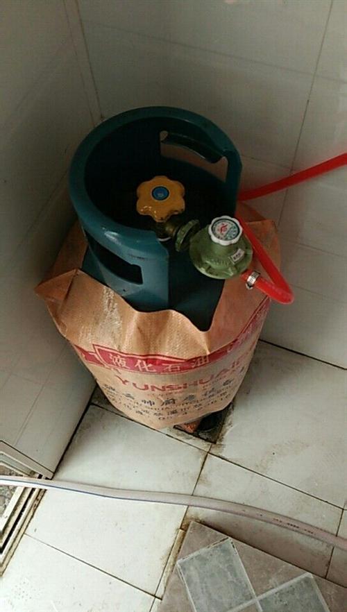 志高燃气热水器8成新便宜卖