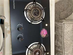 节能双煤气灶,防爆钢化玻璃,带熄火保护的,买的时候花了800,用了不到半年,搬了新家,因为厨房太小了...