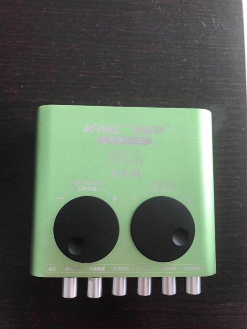 99新 声卡设备。包含 声卡一个麦克风一个 声卡转换器一条(手机k歌。直播用的) 价格240元  k...