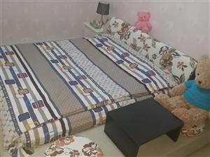 出卖1.8米×2米的大床,副带帆布床一款,九成新,应运四年播弄,应换具,现出卖。需要多少人民币面议,需要的email...