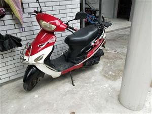个人使用踏板摩托车,天鹰牌,骑了约四千公里,性能良好有意出售,适合接送小孩上学使用。