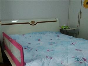 1米8宽床(包括床垫)双虎家私的,因家里换高低床,所以低价出售!自取!自取!自取!