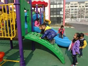 幼儿园滑滑梯,九成新,几乎没有用过,原价19000,现在低价转让,价格面议,另有桌椅,床转让