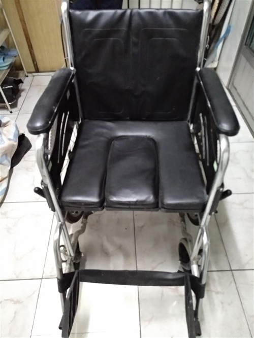 出售九成新,手推轮椅。