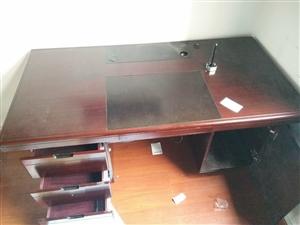 办公桌出售 买了一年还八层新,需要的电话联系(黎平县城)