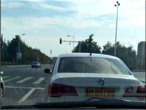 教练车不遵守交通法,学员不懂,你配做教练吗?