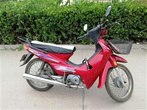 本人翼城县县城有一辆大阳90型弯梁摩托车要出售,有需要的前来联系,电话:13593515578(小号...